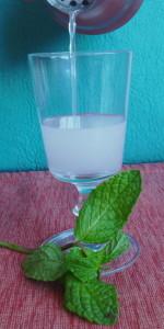 breath of mint pour crop